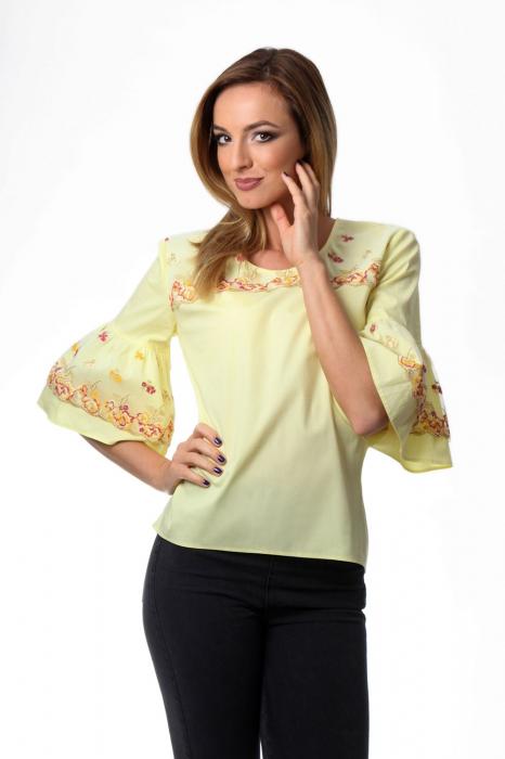 Bluza dama galbena cu maneci clopot si broderie cu model floral 0