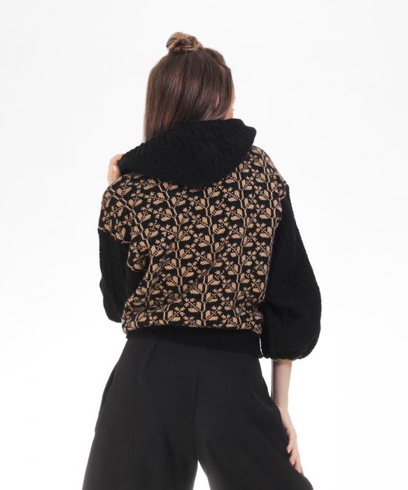 Hanorac dama negru tricotat cu motive romanesti 3