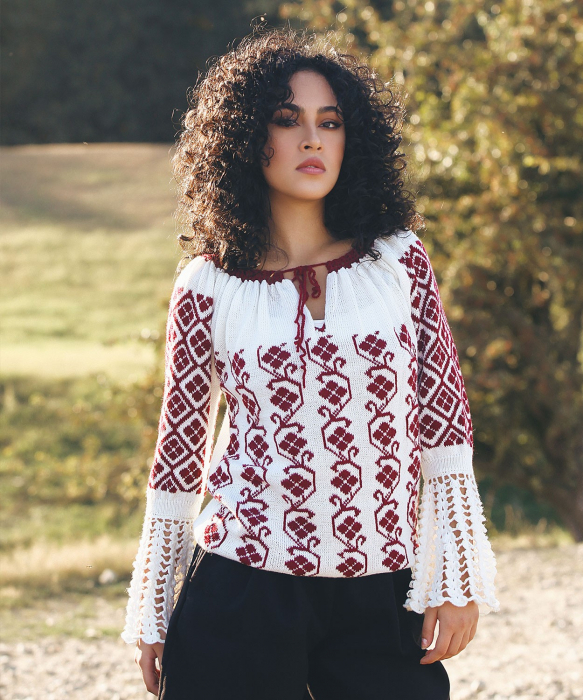 IE tricotata cu model floral si maneci lungi Onibon 0