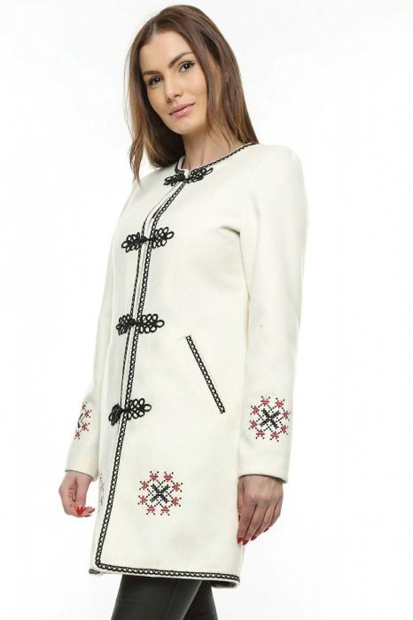Palton dama alb stofa brodata PF19 2