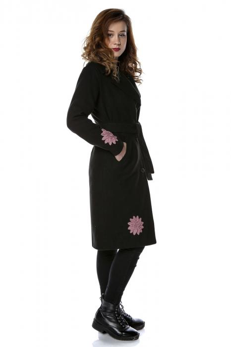 Palton dama din stofa neagra si flori aplicate PF23 1