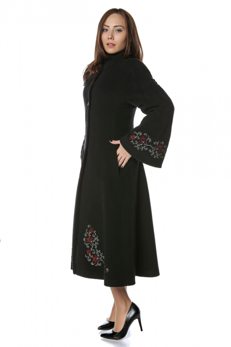 Palton lung brodat din stofa de lana Domnica 1