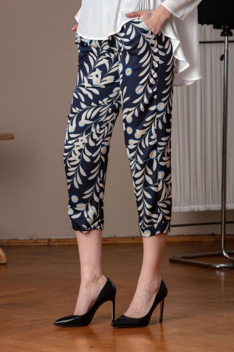 Pantaloni trei sferturi din vascoza imprimata Elixir 1