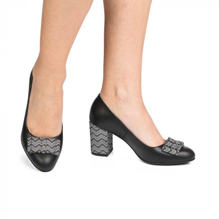 Pantofi cu toc gros negri din piele si funda decorativa 0