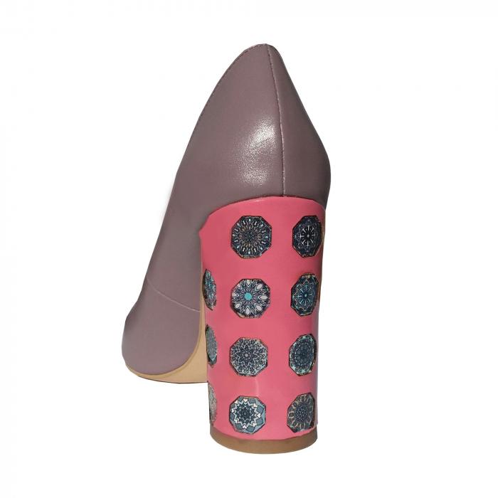 Pantofi din piele naturala cu print digital pe toc 1