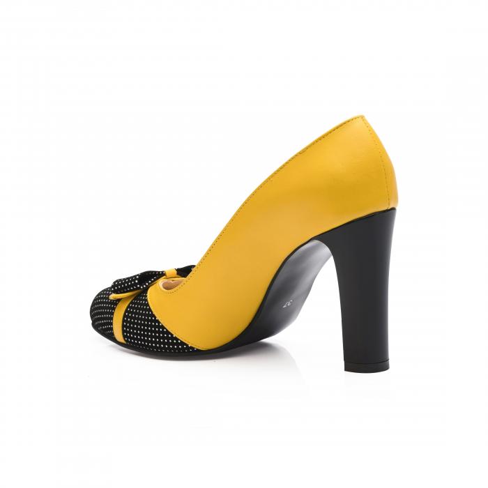 Pantofi eleganti galbeni cu insertie neagra din piele 2