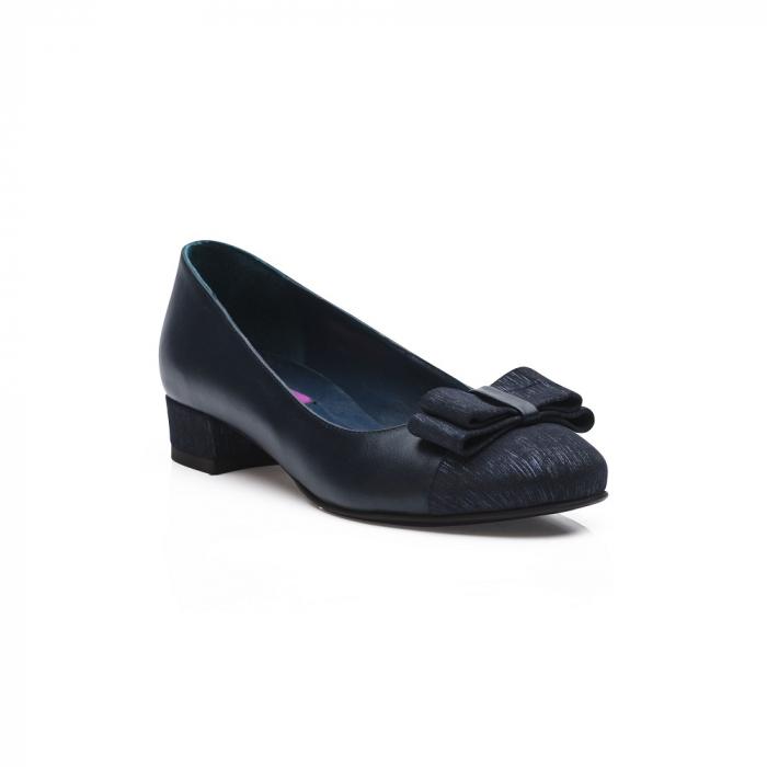 Pantofi bleumarin cu toc mic din piele naturala 2