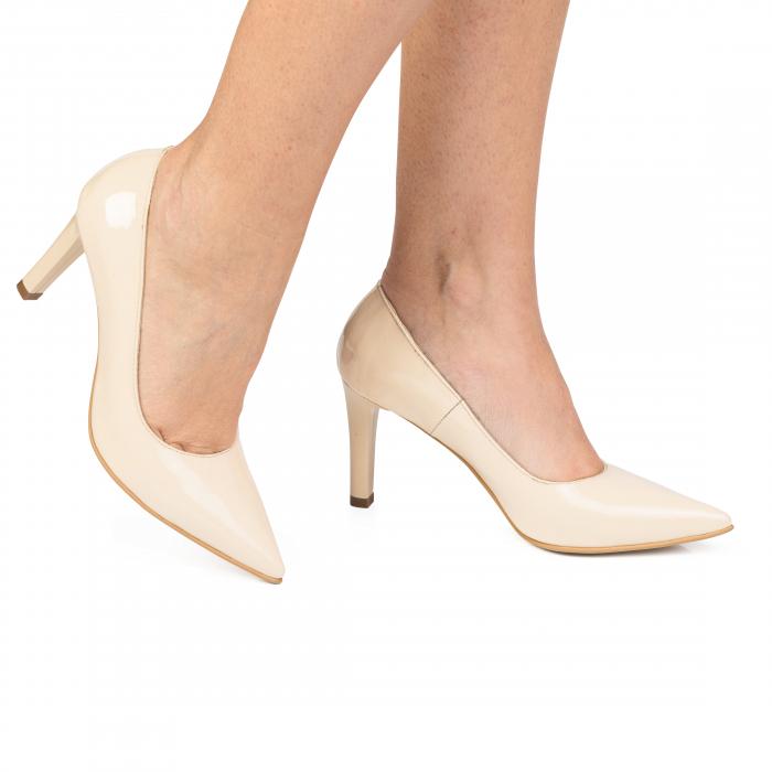 Pantofi stiletto nude cu toc mediu din piele naturala lacuita CA23 0