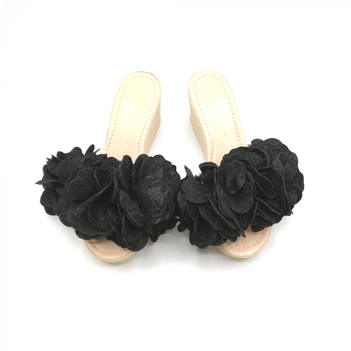 Papuci dama cu platforma si flori supradimensionate