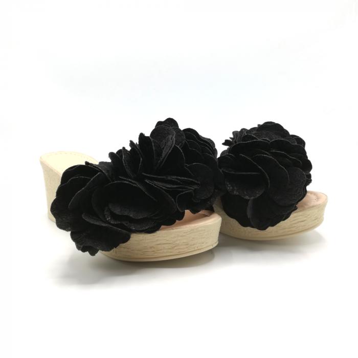 Papuci dama cu platforma si flori supradimensionate 1