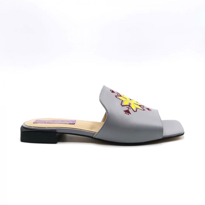 Papuci din piele gri cu broderie traditionala [0]