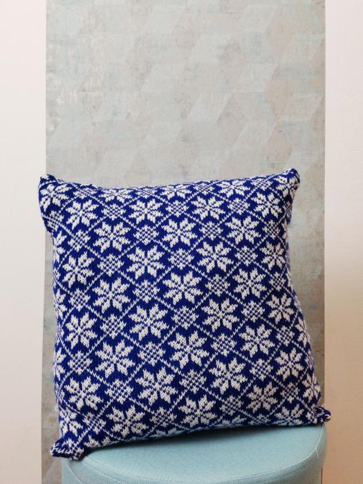 Perna decorativa cu model de iarna albastru 1