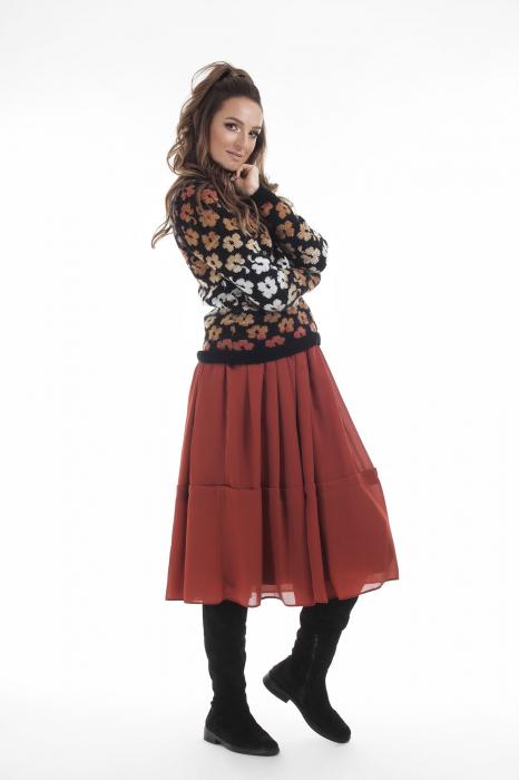 Pulover tricotat negru cu model floral si maneci lungi 3