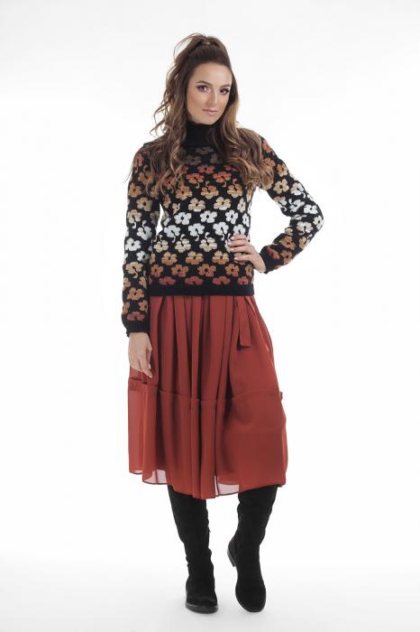Pulover tricotat negru cu model floral si maneci lungi 1