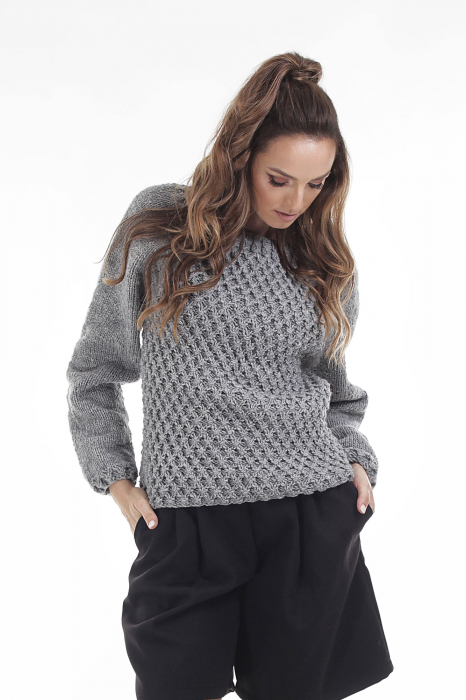 Pulover tricotat manual gri cu maneci lungi 0