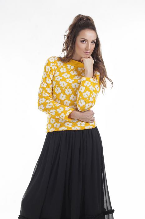 Pulover tricotat galben cu model floral si maneci lungi 0