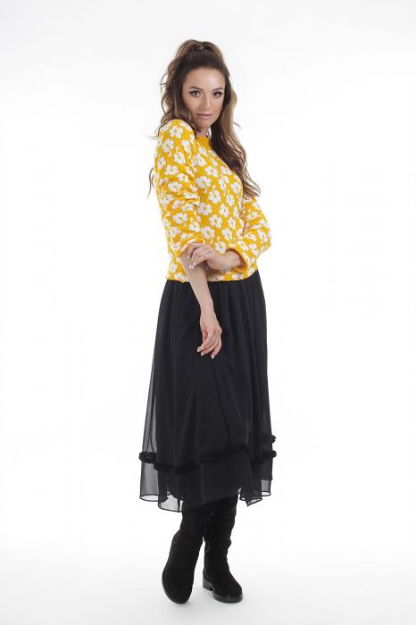 Pulover tricotat galben cu model floral si maneci lungi 2