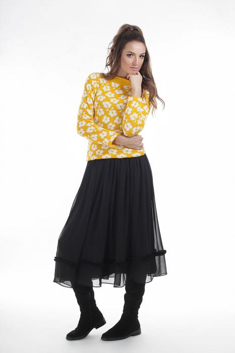 Pulover tricotat galben cu model floral si maneci lungi 1