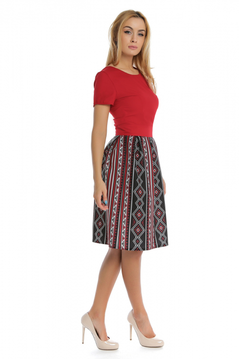 Rochie casual rosie cu motive traditionale RO184