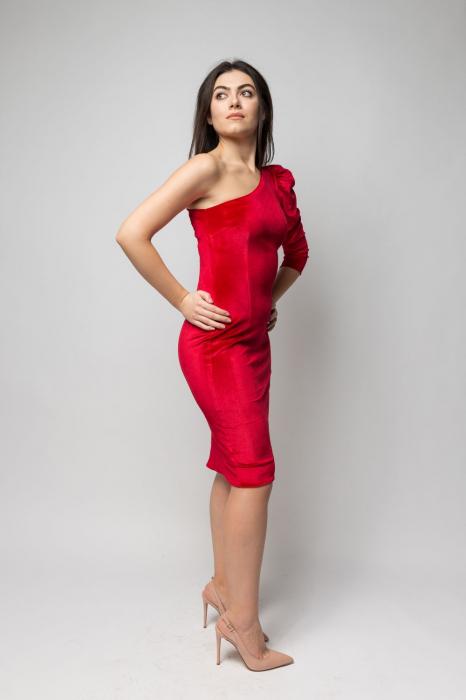 Rochie eleganta din catifea rosie cu un umar gol 2