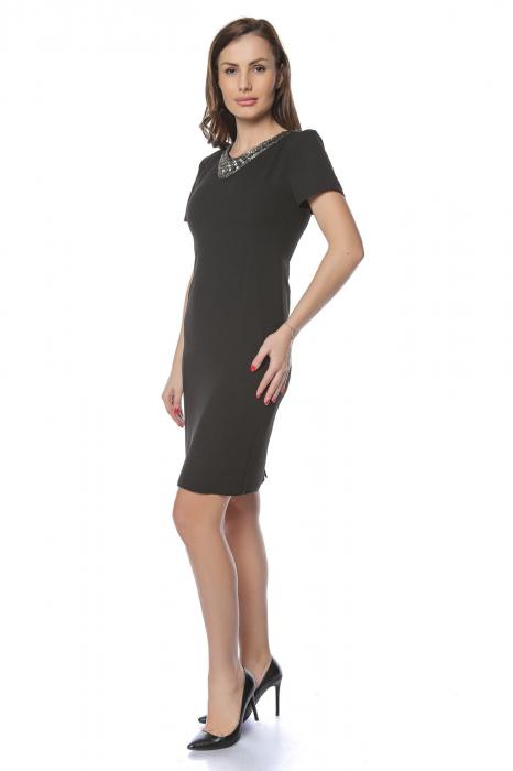 Rochie dama eleganta neagra cu aplicatie margele la gat RO237 1