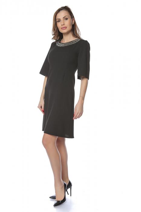Rochie dama eleganta neagra cu aplicatie multicolora la gat RO226 [0]