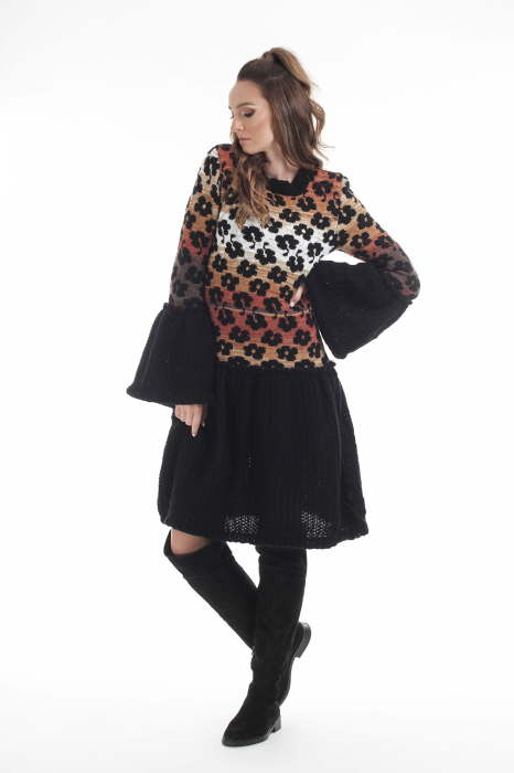 Rochie tricotata neagra cu model floral si maneci cu volane 0