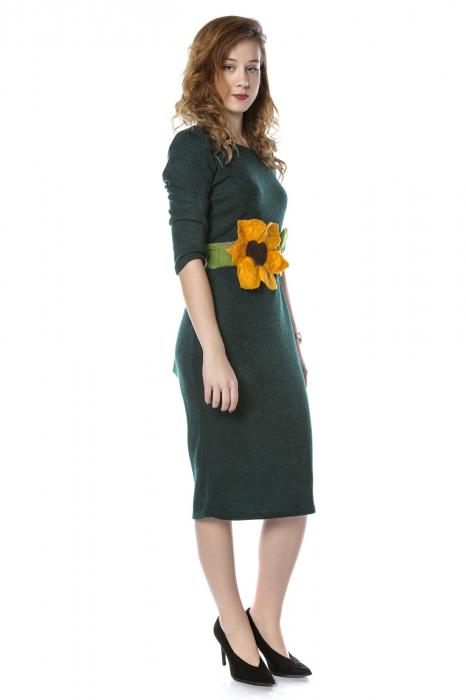 Rochie dreapta verde din jerse cu maneci 3/4 si aplicatie florala RO210B 1