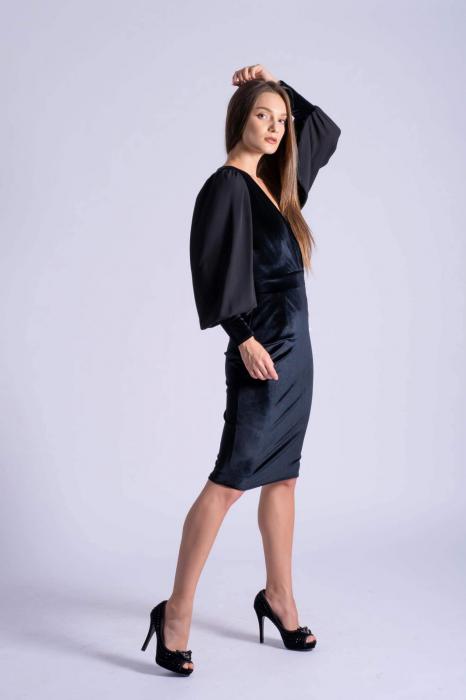 Rochie eleganta din catifea neagra cu maneci din voal 2