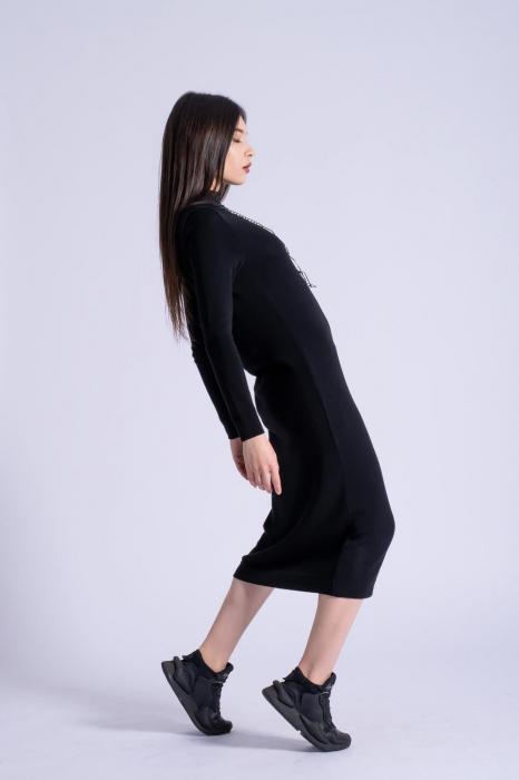 Rochie neagra midi din tricot cu maneci lungi 3