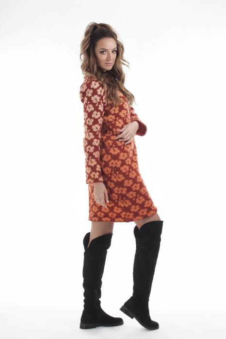 Rochie dreapta tricotata caramizie cu model floral 2