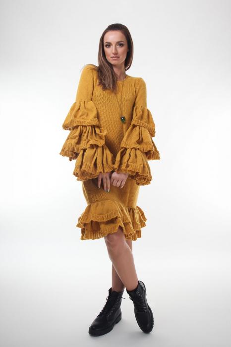 Rochie galbena tricotata cu maneci ample 2