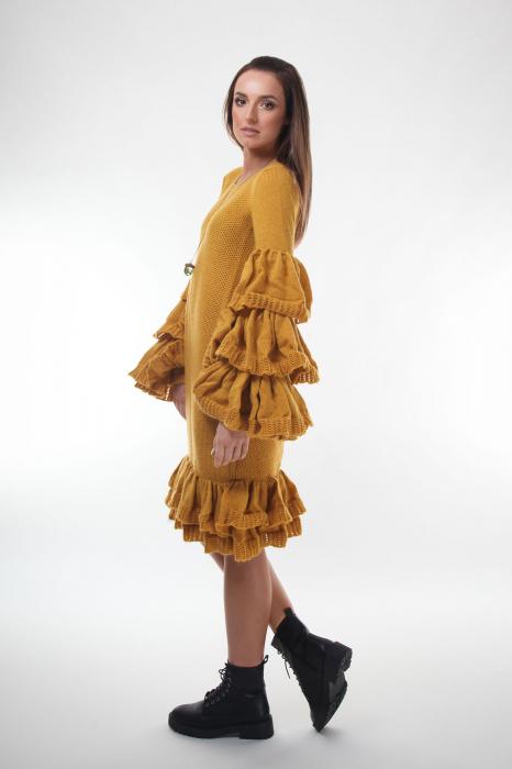 Rochie galbena tricotata cu maneci ample 3