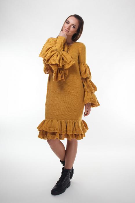 Rochie galbena tricotata cu maneci ample 1