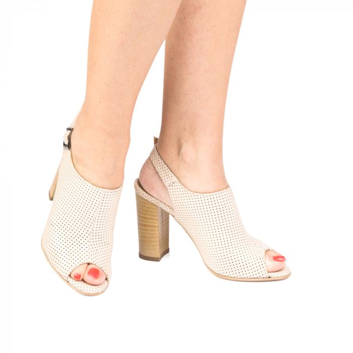 Sandale nude cu toc gros din piele perforata [4]
