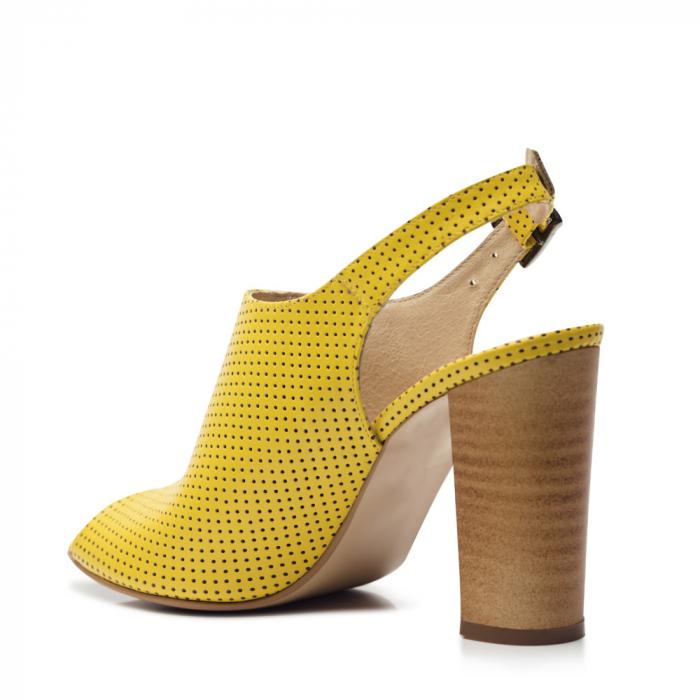 Sandale galbene cu toc gros din piele perforata