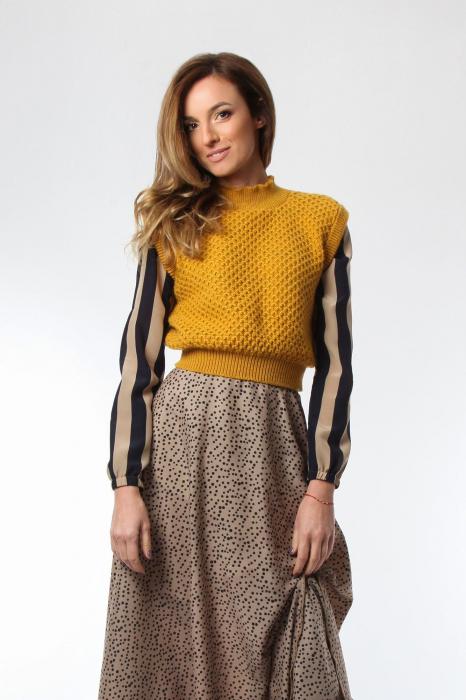 Vesta dama tricotata galben sofran cu guler inalt 0