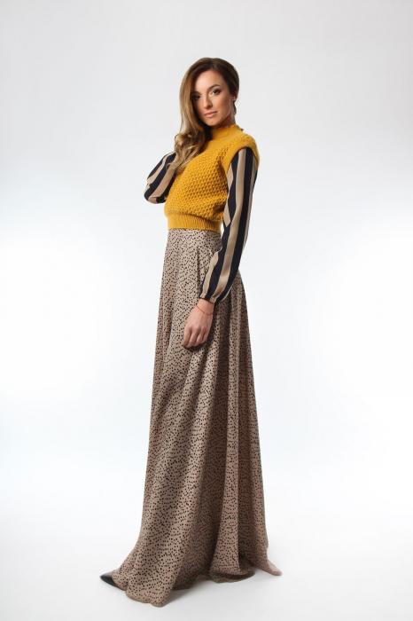 Vesta dama tricotata galben sofran cu guler inalt 2