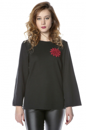 Bluza neagra din jerse cu floare aplicata B1210
