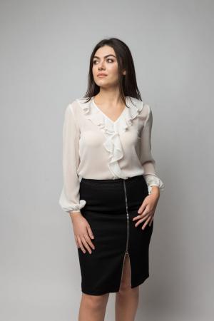 Bluza office eleganta alba cu volanas si decolteu in V0