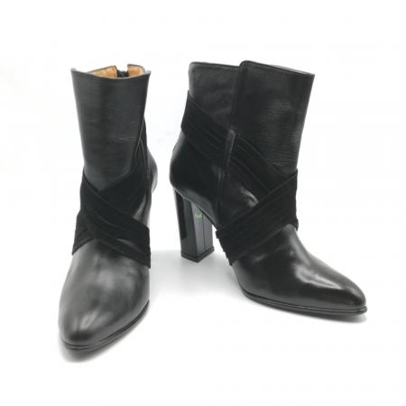 Botine negre din piele naturala accesorizate cu snururi din piele intoarsa in forma de X6