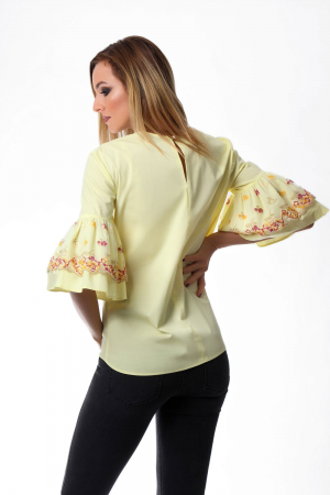 Bluza dama galbena cu maneci clopot si broderie cu model floral1