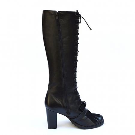 Cizme negre lungi cu siret accesorizate cu franjuri si catarama Ella1