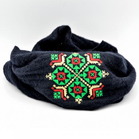 Fular bleumarin cu broderie traditionala1