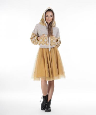 Hanorac dama bej tricotat cu motive romanesti1
