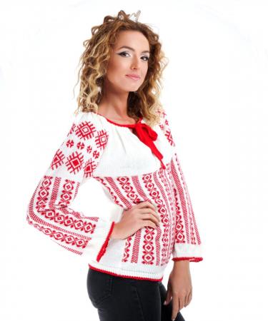 IE tricotata cu model rosu Onibon1