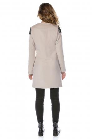 Palton dama din stofa roz pudra cu epoleti din franjuri PF29