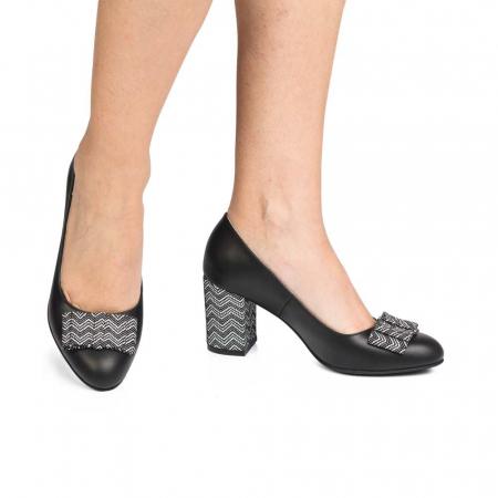 Pantofi cu toc gros negri din piele si funda decorativa0