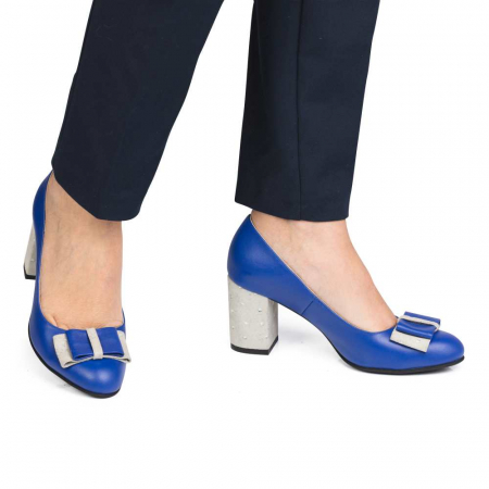 Pantofi cu toc gros albastri din piele si funda decorativa