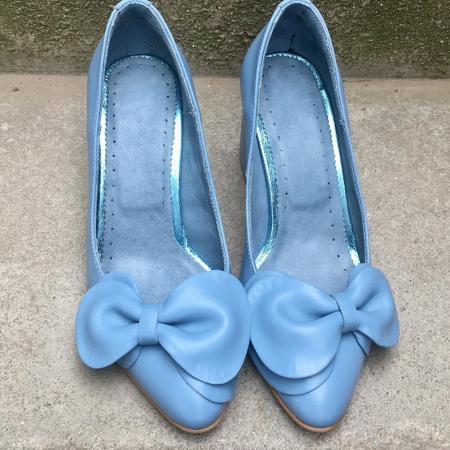 Pantofi cu toc gros din piele naturala accesorizati cu funda Blue Bow0